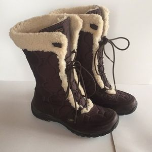 UGG snow boots w/ fur lining **GENTLY USED**